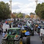 Fermierii francezi au blocat Parisul cu tractoarele. Imagini care au făcut înconjurul lumii