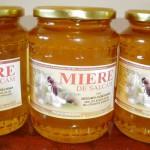 Sute de tone de miere autohtonă nu-şi găsesc cumpărătorul