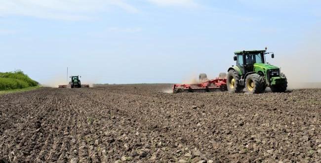 Niciun teren agricol nu va mai fi românesc, în 12 ani