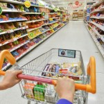 Magazinele din România – obligate să doneze alimentele care se apropie de termenul de expirare